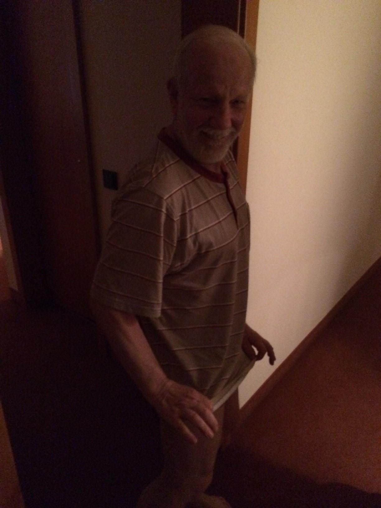 Lothar zeigt Bein